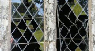 vitrail brisé chapelle de Trolez