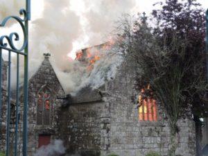 église de Tremel en flamme