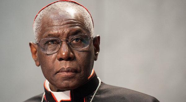 """Quand les journalistes et commentateurs font du """"Cardinal Sarah 's bashing"""""""