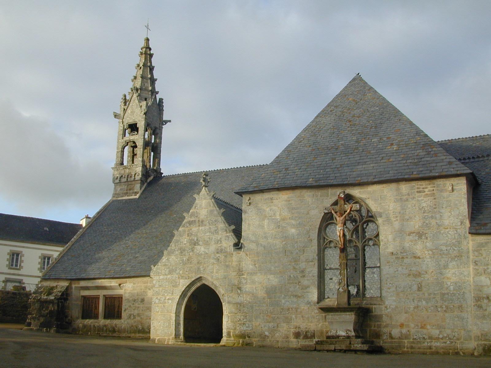 L'église Saint-Conogan à Lanvénégen, photo par André Peron.