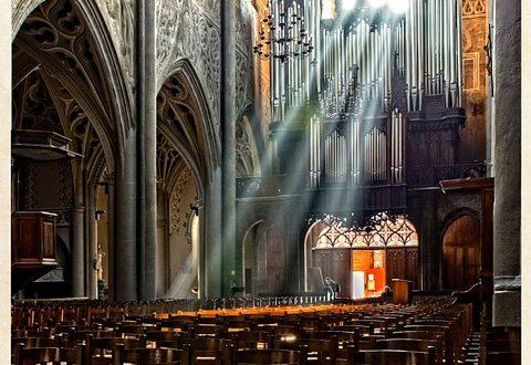 Avec l'été, comment trouver un remplaçant pour jouer de l'orgue ?