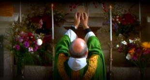 """Un prêtre vous répond : """"Comment doit-on célébrer si l'on est face à Dieu ?"""""""