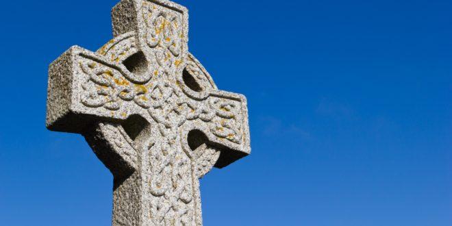 Retrouvez les podcasts des émissions Hentoù Breizh proposées par Eflamm Caouissin sur RCF Sud Bretagne