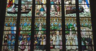 Lantic – La grande verrière de la chapelle aux hommes