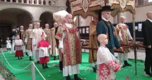 [PONT-CROIX] Des trésors de vêtements liturgiques à découvrir !