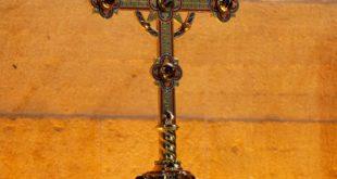 Croix d'autel, croix de choeur et croix de procession