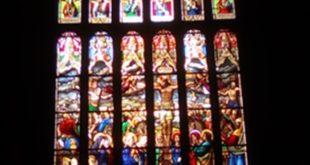La grande verrière de l'église Notre Dame de l'Assomption à Quimperlé