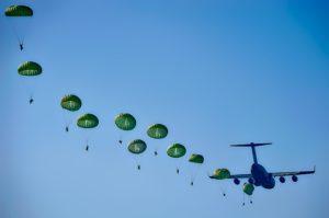 L'Armée Bretonne parachutera ses troupes.