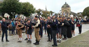 [SAINTE ANNE D'AURAY] Les bagadoù Tri Bleiz & St Patrick ont sonné ensemble au pèlerinage des Scouts d'Europe